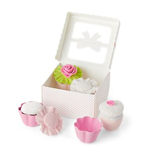 GYF98_Bittys_Stackable_Birthday_Cupcakes_Set_01