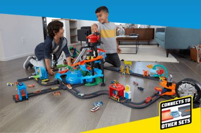 Hot Wheels Ultimate Gator Car Wash Play Set with Color Shifters Car Kid Toy